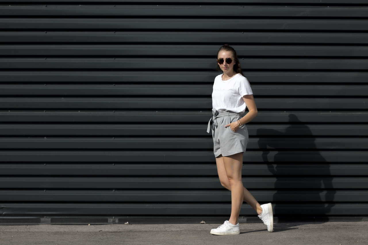 Outfit: Sneakers im Sommer
